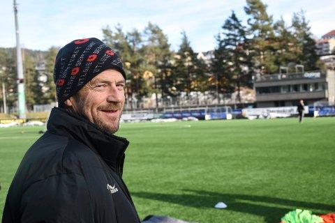 BEKYMRET: Øyvind Tobiassen er en av flere trenere i Snøgg Fotball som er bekymret for rekrutteringen.