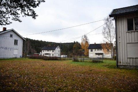 UBEBODD: De fire flermannsboligene i Bjarne Hansens vei, best kjent som arbeiderboligene på Svelgfoss, har stått ubebodd i lengre tid.