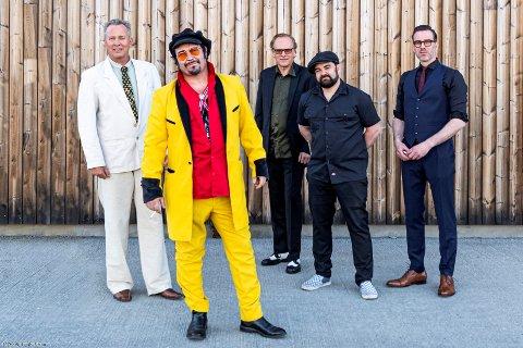 KOMMERFargerike Vidar Busk trommer sammen igjen sitt True Believers til gjenforening med originalbesetningen - og lanseres også ny plate under årets Notodden Blues Festival.