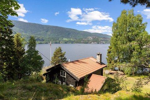 Denne hytteidyllen i Notodden ligger nå ute for salg.