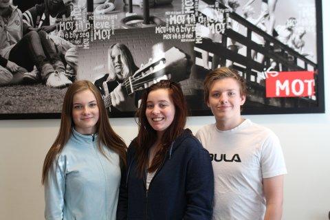 Julie Nikolaisen, Kristian Kvernes Hatten og Sonja Helen Øien Rindal er skolerte Signalbærere med MOT, etter å ha deltatt på MOT-camp i Trondheim.