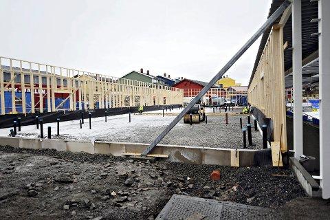 Det har vært byggeaktivitet på Kristiansund stadion i løpet av vinteren. Noen timer før seriestart ble det utført skadeverk på en supportervogn ved stadionområdet.