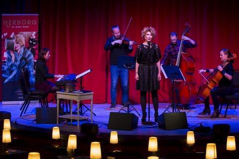 Herborg Kråkevik har med seg fire musikere når hun i februar står på scenen med «Herborg til Chat Noir. For å frelsa levande og døde» . Foto: Håkon Mosvold Larsen / NTB scanpix