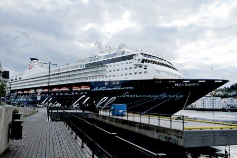 Giganten som vil dominere Kristiansund havn i dag.