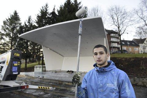 Paviljongen i Kristiansund har fått seg en etterlengtet ansiktsløftning ved hjelp av krisepenger fra staten. Maksym Stoyanov var en av dem som kom i arbeid.
