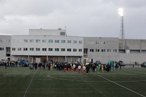 Spillerne samlet seg på Aspmyra etter at trusselen var kjent.
