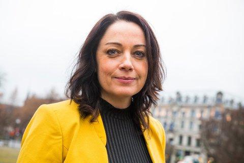 Else-May Norderhus (Ap) er enig i Helge Ortens vurdering om at det er risikabelt for Møre og Romsdal å holde på med omkamp om Møreaksen nå.
