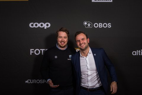 Asgeir Kvalvik (til venstre) og Frank Berget er med på Fotballfesten på Ullevaal som representanter for KBK.