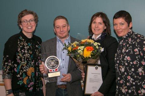 Prisutdeler Kristin Waagen fra Tingvollost, Mosbøen Gard v/ Åse Torvik og Anders Øverås og prosjektleder Marit Strand fra Matmerk.