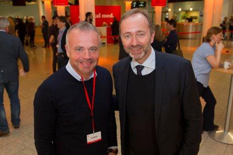 Kjell Neergaard og Trond Giske i samtale om høyere utdanning.