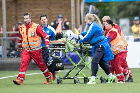 Kristiansunds Jean Alassane Mendy ble trillet ut på båre under eliteseriekampen mellom Strømsgodset og Kristiansund på Marienlyst stadion søndag kveld.