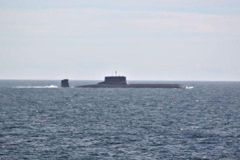 Den gigantiske atomubåten «Dmitrij Donskoj» seilte tirsdag sørover langs norskekysten på sin ferd mot Østersjøen.