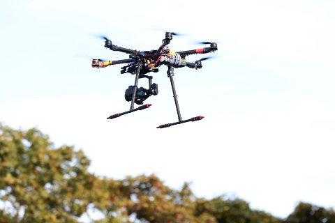 Bergenspolitiet oppfordrer dronepiloter til å oppdatere seg på lovverket for bruk av maskinene.