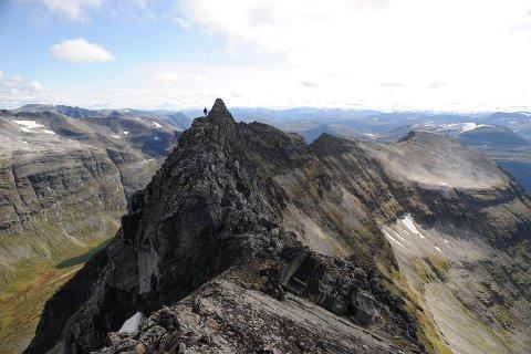Topptur: Trolla er et av fjellene du kan nå fra Innerdalen. Bildet er tatt fra toppen Store Trolla med Søndre Trolla i bakgrunnen.