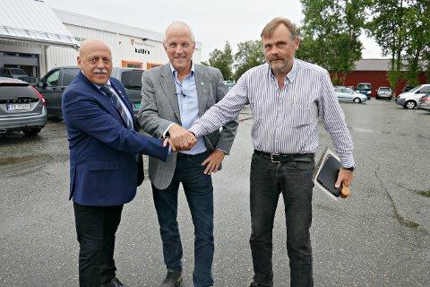 KONKURRANSE: Ordførerne Odd Jarle Svannem (fra venstre), Ola Rognskog og John Lernes  vil at du skal hjelpe dem med å lage kommunevåpen for Heim kommune.
