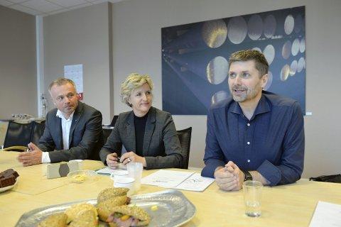 Fra venstre Kjell Neergaard, Ellen Engdahl og Roger Osen, samtlige fra Orkidé-Nordmøre regionråd.