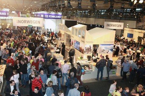 Folksomt på messeområdet og rundt den norske standen under Grüne Woche i januar 2018.