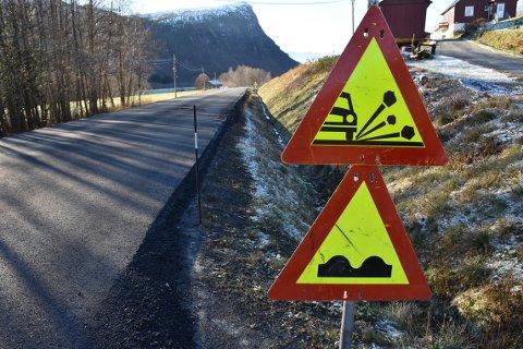 Det er 3.200 kilometer med fylkesveier i Møre og Romsdal. Kartlegginger har - ifølge fylkesveisjefen - vist at over halvparten av fylkesveinettet har svært dårlig standard på asfalten.