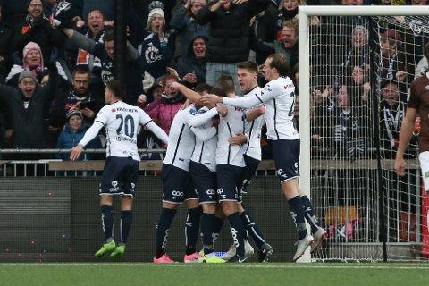 JUBEL: Viking jubler for Zymer Bytyqi sin 1-2-scoring under kampen i 1. Divisjon mellom Mjøndalen og Viking på Isachsen Stadion.