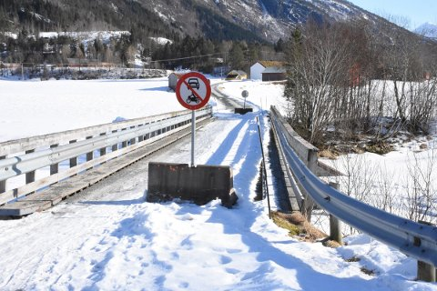 ÅPNES: Øyabrua i Todalen har vært stengt for all trafikk utenom gående og syklende. Om noen dager kommer det skilt som åpner for trafikk med totaltvekt opptil to tonn.