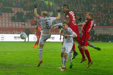 Branns Bismar Gilberto Acosta Evans gjør 1-0 åtte minutter på overtid under kampen i Eliteserien mellom Brann og Kristiansund (1-0) på Brann Stadion.