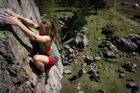 Staphanie Borenius klatrer. Ikke bare, bare.