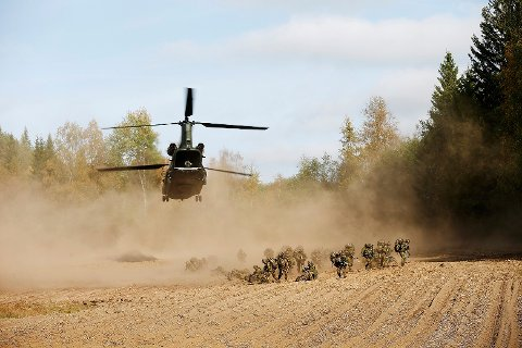 Rena, Norway 20140919. Et Boeing CH-47 Chinhook transport helikopter fra Royal Netherlands Air Force under militærøvelsen Noble Ledger 2014. Foto: Torbjørn Kjosvold / Forsvarets medisenter / NTB scanpix