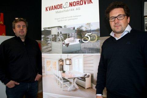 NESTE GENERASJON: Deres far, Per Kvande, var med og startet opp bedriften for 50 år siden. Nå er det sønnene Lars Espen (til venstre) og Otto som har tatt over, som henholdsvis daglig leder og salgs- og markedssjef.
