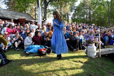 FLOTT RAMME: Ida Jenshus sier at scenen på Kleiva er den fineste hun har spilt på. Med det som ramme, kunne vi gjerne ha fått noen sanger til av henne ...