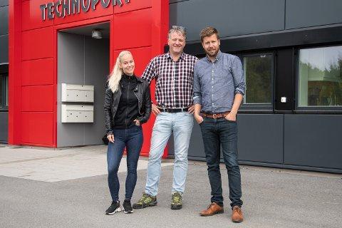 Lene Kvalvik (fra venstre), Per Kvalvik og Odd-Geir Folland i Develo blir Nordmøres største leverandør av webtjenester - og også blant de største på det norske hjemmesidemarkedet.
