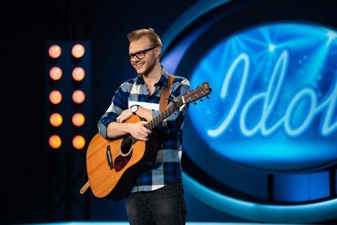 Øyvind Weiseth er gjennom første nåløye i Idol. Innen 5. oktober vet vi om han blir med i direktesendingene som starter denne dagen.