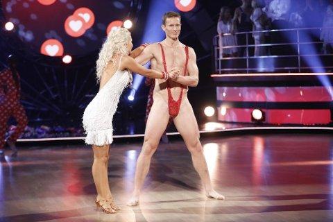 Frank Løke i Borat-drakt ble for meget av det gode. Nå kastes Frank Løke ut av TV2-programmet «Skal vi danse».