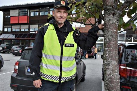 ALVORLIG: Politistasjonssjef Anders Magne Ormset ser svært alvorlig på at en av hans kolleger ble utsatt for slag og spark av en mann i 40-årene som i utgangspunktet skulle anholdes mistenkt for kjøring i rus.