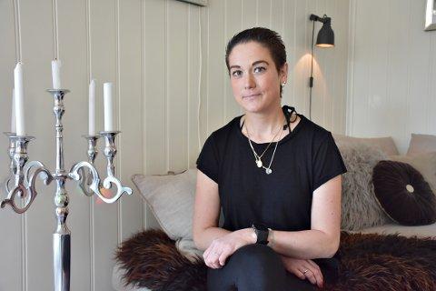 USIKKER: Ina Kari Kvernberg Heggset fyller 31 år tirsdag, men er åpen på at framtida er usikker. Legene har fortalt henne at det ikke er mer å gjøre annet enn palliativ behandling med cellegift for å forlenge livet hennes noen måneder. Småbarnsmoren nekter å gi seg, og håper nå at en innsamlingsaksjon kan gi henne en siste mulighet i form av en alternativ behandling med operasjon og immunterapi.