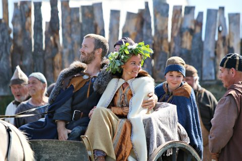 Sentrale aktører fra i fjor blir med på «Fru Guri av Edøy» også i år.