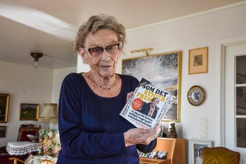 Hedvig Wist (93) syns det er «fryktelig morsomt» at hun er på forsiden av BAdeskens nyeste bok: «Som det stiger frem».