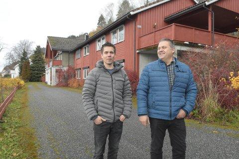 SATSER: Styreleder Bjørn Kristian Brøske og styremedlem Ole Ivar Andersen i Stangvik Boligutvikling ønsker vekst og utvikling i Stangvik, og kjøpte det tidligere aldershjemmet for å bygge om til boenheter.