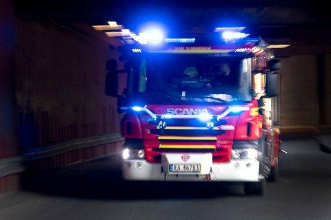 Seks personer ble fraktet til Ålesund sykehus og legevakt etter brann i et festlokale natt til lørdag.