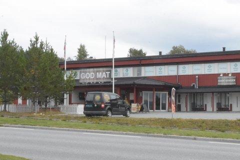 Rasteplassen på Liabøen i Halsa har vært stengt siden eiendomsselskapet Mayco AS begjært seg konkurs i høsten 2019. Nå ser det ut som lokalet endelig skal få nye eiere.