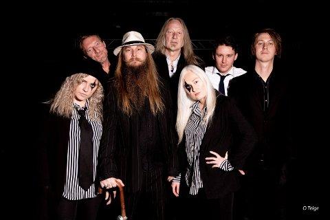Villrosa: Fra venstre: Mari Aae Andersen, Eivind Gjelberg, Sigve Torland, Kyrre Sætran, Ksenija Shovalova, Mads Visnes og Kjetil Hoås Jakobsen.