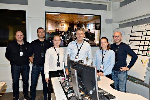 De har ambisjoner om å holde Heidrun i drift til 2060. Alf Roar Tuseth, vedlikoldsingeniør (fra venstre), Arnt Gregersen, driftsleder, Anne Marie Busch Andresen, senioringeniør produksjonsteknologi, Ola Olsvik, produksjonssjef,  Julianne Kristoffersen, ingeniør produksjonsteknologi og André Strupstad, ingeniør produksjonsteknologi.