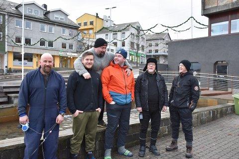 Seks dykkere ute på første juledags-dykk: Odd Arild Fiske, Jim Dalen, Odd Ivar Brunsvik, Nils Aukan, Nils Nerland og Ingebrigth Arnøy(bakerst). Sistnevnte har snart vært med i tre tiår.