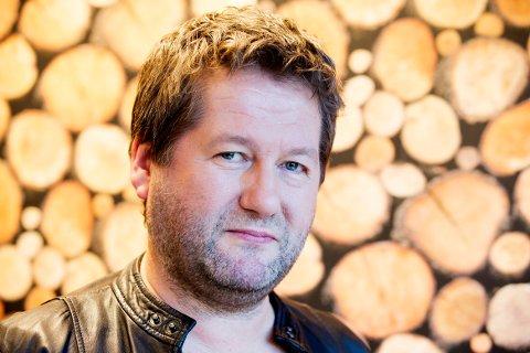 Et bilopphoggeri i Trøndelag som eies av D. D. E-vokalist Bjarne Brøndbo, brant natt til fredag.