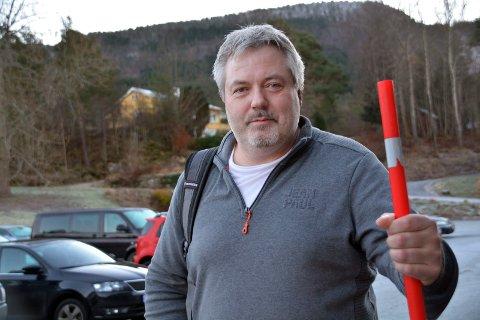 Peder Strømsvåg til topps med brøytestikker. Foto: Aura Avis