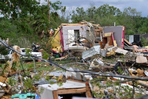 Tornado tok åtte liv.