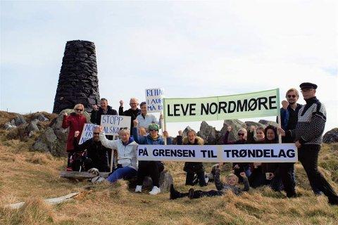 Bilde fra langfredagsmarsj og kamp for helsetilbud på Veiholmen.