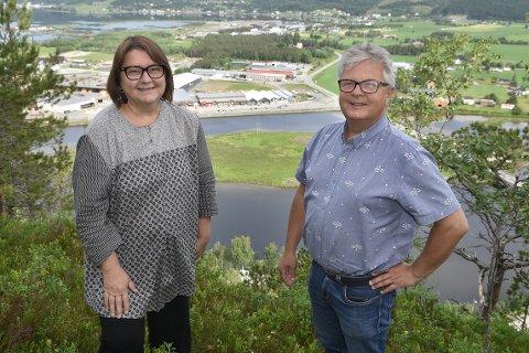 SØKE: Kommunalsjef Karin Halle og næringskonsulent Harald Bredesen ber bedrifter som er økonomisk påverka av lokale eller nasjonale smitteverntiltak, om å søke støtte frå kommunen.