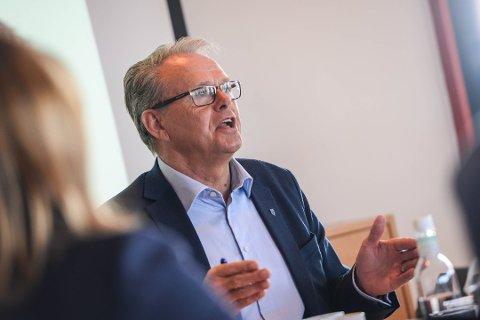 – Ei lokalisering av eit nasjonalt ferjekontor i Møre og Romsdal vil vere ei lokalisering midt i smørauget både geografisk og praktisk, seier Aasen.