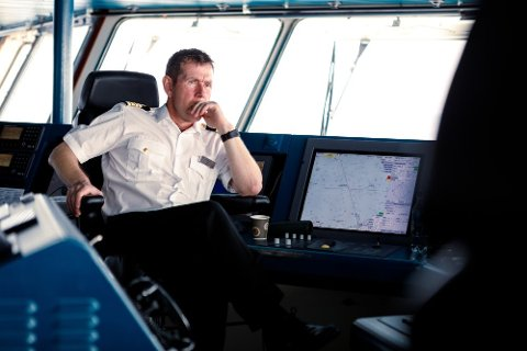 Det er den erfarne kapteinen Kai Albrigtsen som står til rors under MS Roald Amundsens jomfrutur.