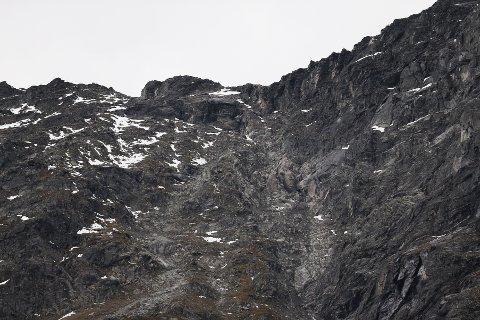 Farenivået ved Veslemannen i fjellpartiet Mannen i Rauma kommune i Møre og Romsdal ble søndag kveld oppjustert til rødt. Bildet ble tatt i fjor høst.